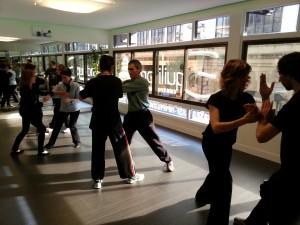 El grupo realizando ejercicios